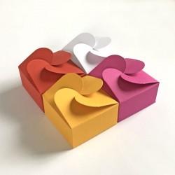 Geschenkschachtel F4 mit Rosettenverschluß, 4 Stück, rot, weiss, gelb, pink, 7x7x3,5 cm